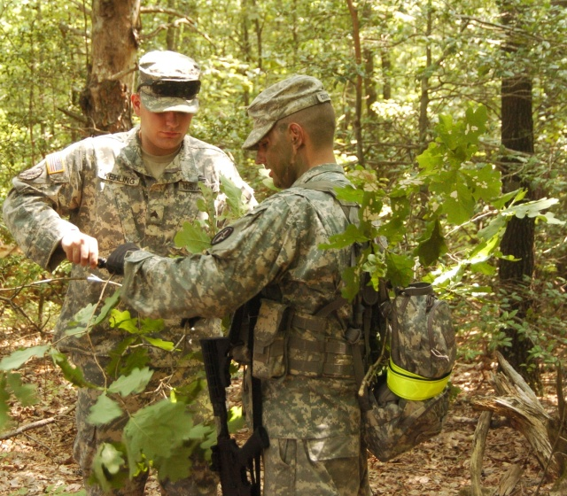 Soldiers demonstrate camouflage techniques